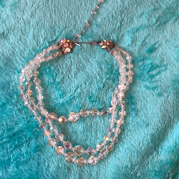 Gorgeous crystal-like necklace